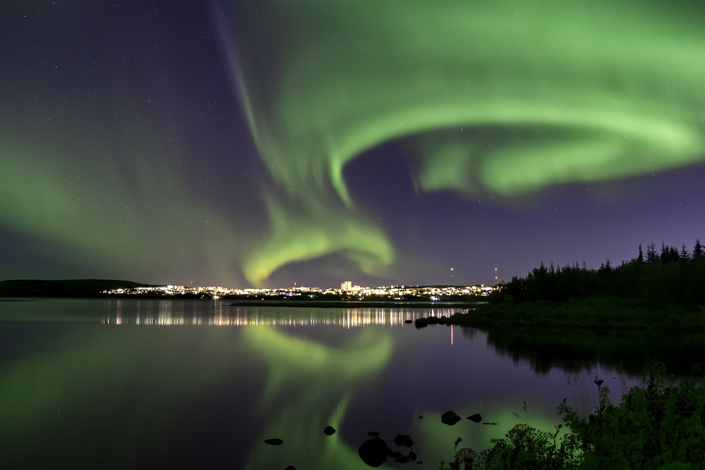 Polární záře nad Reykjavíkem